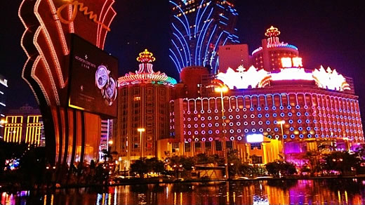Casinos bei Nacht in Macao